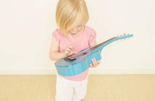 4~5岁可以开始学钢琴,电子琴图片
