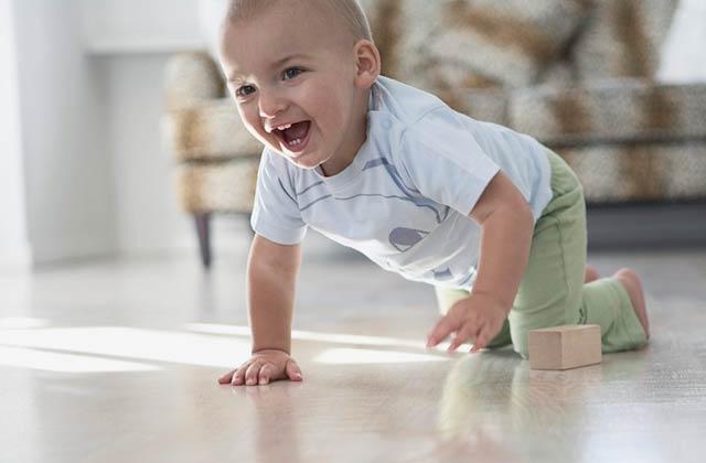 很多可爱的玩具陪伴,宝宝总会有自己的一个爬行契机